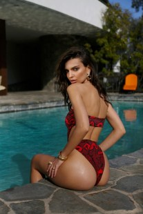 Emily-Ratajkowski-Swim-Collection-12
