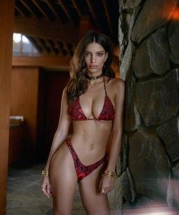 Emily-Ratajkowski-Swim-Collection-13