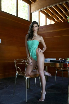 Emily-Ratajkowski-Swim-Collection-16