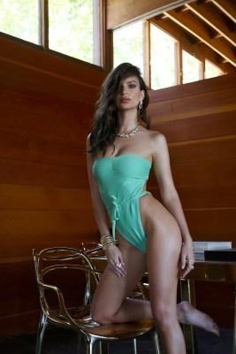 Emily-Ratajkowski-Swim-Collection-17