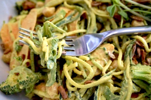 Greens Organic Cafe Zoodles | thelittleredspoon.com