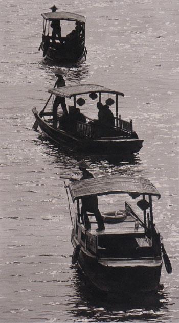 2013-01-TouristBoatsZhujaijaio-300