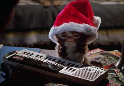 gremlins-movie-gizmo-mogwai-santa-hat