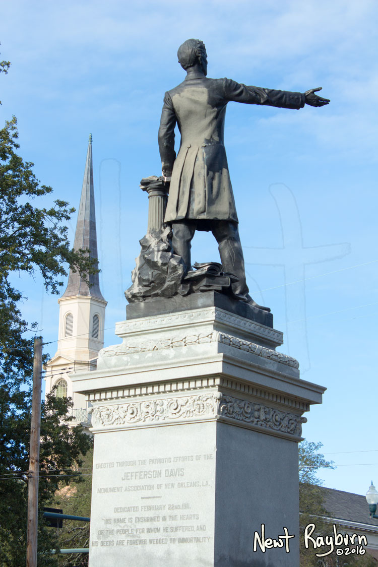 The Jeff Davis Monument on January 2, 2016, at the intersection of Canal Boulevard and Jefferson Davis Parkway in New Orleans, Louisisana. Photograph © 2016 Newt Rayburn – newtrayburn@gmail.com.