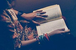 Reading classics: Finding the right edition is trickier than just choosing a title! Prasanna Kumar prasannasnap, CC0, via Wikimedia Commons