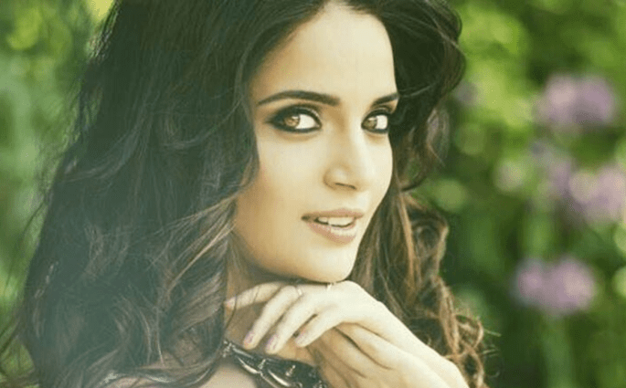 Armeena Khan Opens Up About Her Fight Against Eating Disorder, Anxiety & Low Self Esteem