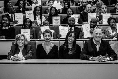 Event-photo-wide-shot-of-students-with-certifcates
