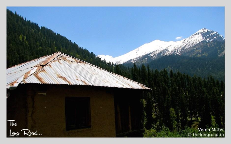 View of Glacier enroute Kheerganga