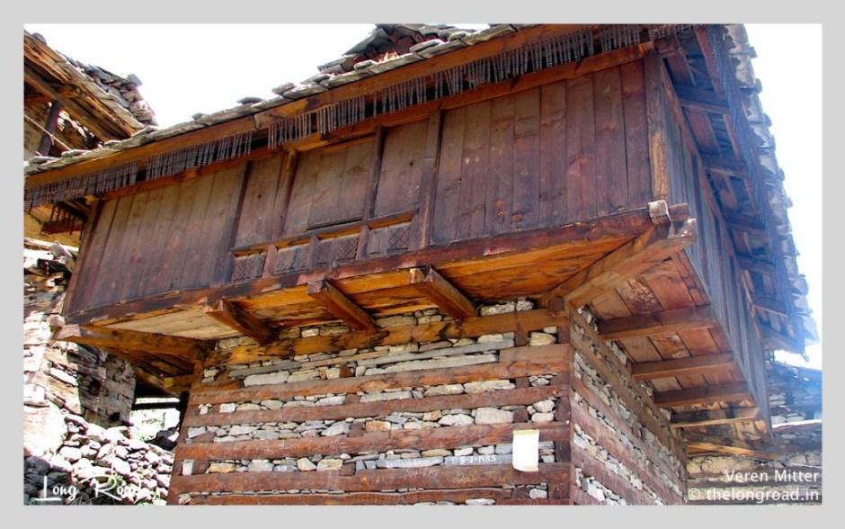 View of village house enroute to Kheerganga
