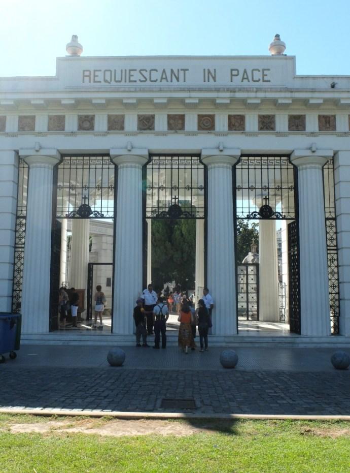Cimitero_cementerio_recoleta_buenos_aires_argentina@thelostavocado (1)