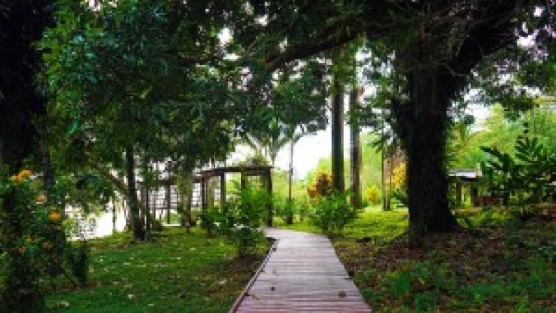 Bambuda Lodge on Isla Solarte
