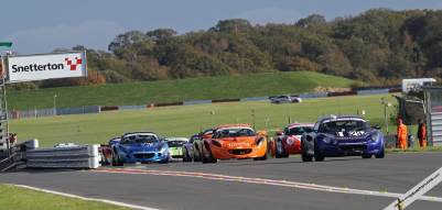 Jason Baker leads the field in the opening Elise Trophy race of the event