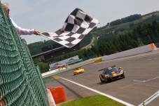 Lourenco_takes_the_flag_after_a_quick_spin