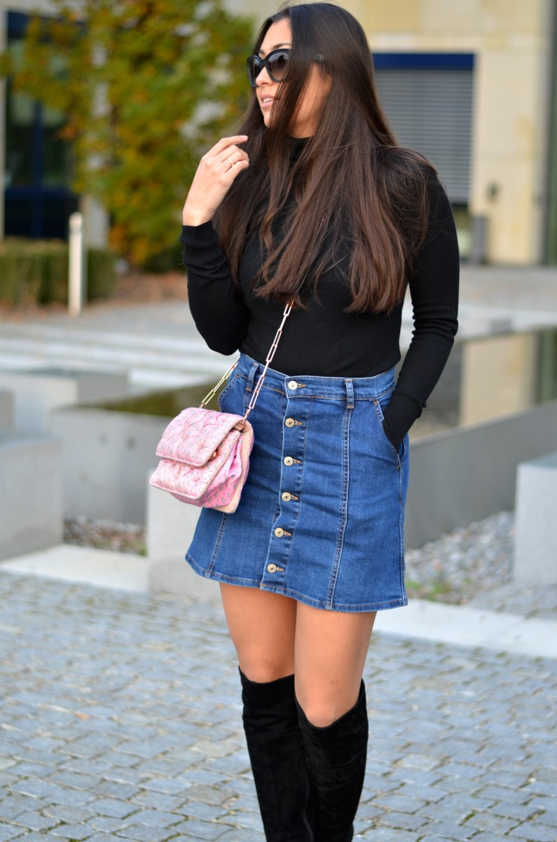 Simple Basics-Fall-Autumn-Look-Outfit-Ootd-Streetstyle-German Fashionblogger-Fashionblog-Prada Sunnies-Benedetta Bruzziches-Carmen Bag-Suede Overknees-Boots-Denim Skirt-Personal Style Blog-The Loud Couture