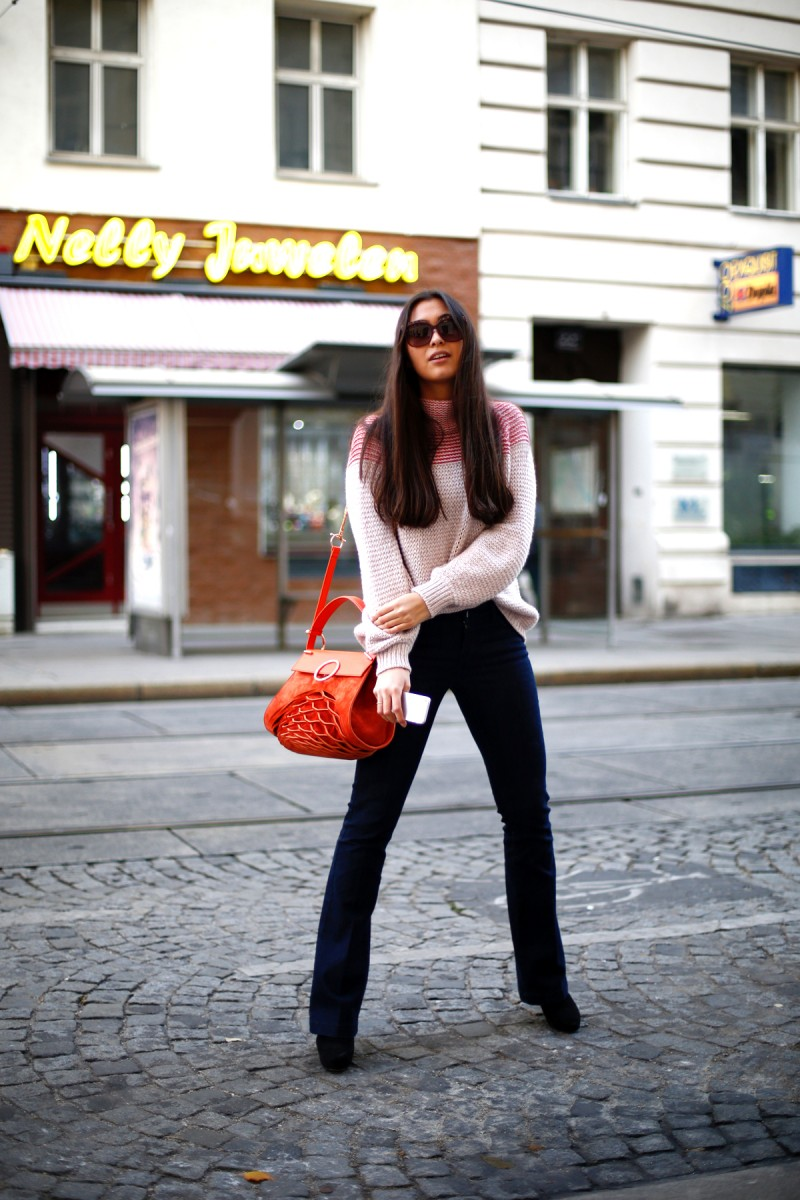 Streetstyle Vienna-Flared Pants-Cambio-Jeans-Knit-Cruciani-Benedetta Bruzziches-Bag-Liu Jo-Sunnies-Pink Knit-Cozy-Casual-Comy-Look-Ootd-Travel-Fashionblogger-German-Fashionblog-Fall-Autumn-Herbstlook-The Loud Couture-Munich