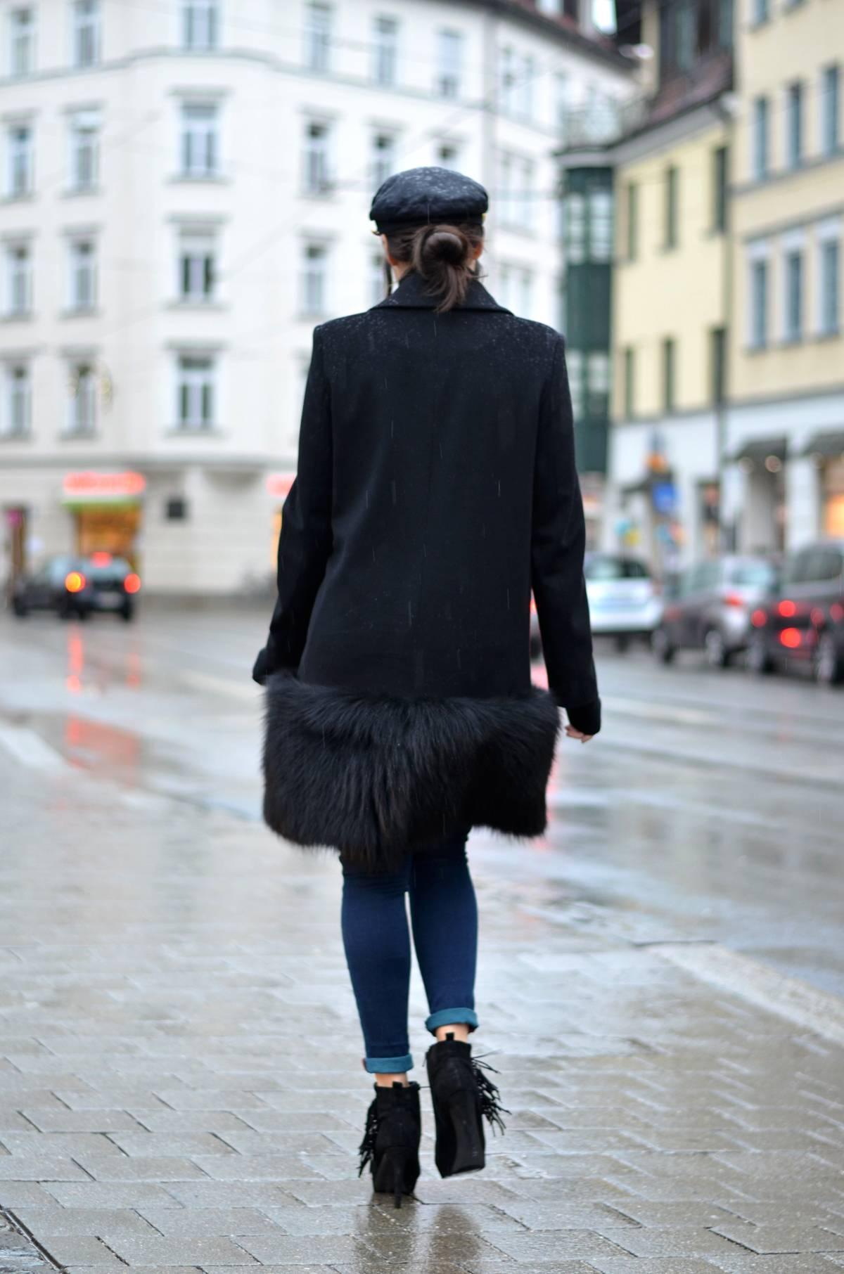 The Fishermans Cap-Schirmmütze-OOTD-Look-Outfit-Streetsyle-Munich-München-Antoinette-Pelzmantel-Designer-Fashionblogger-German-Fashionblog-Lookbook-Winter-Fringe Booties-Kennel und Schmenger-TheLoudCouture