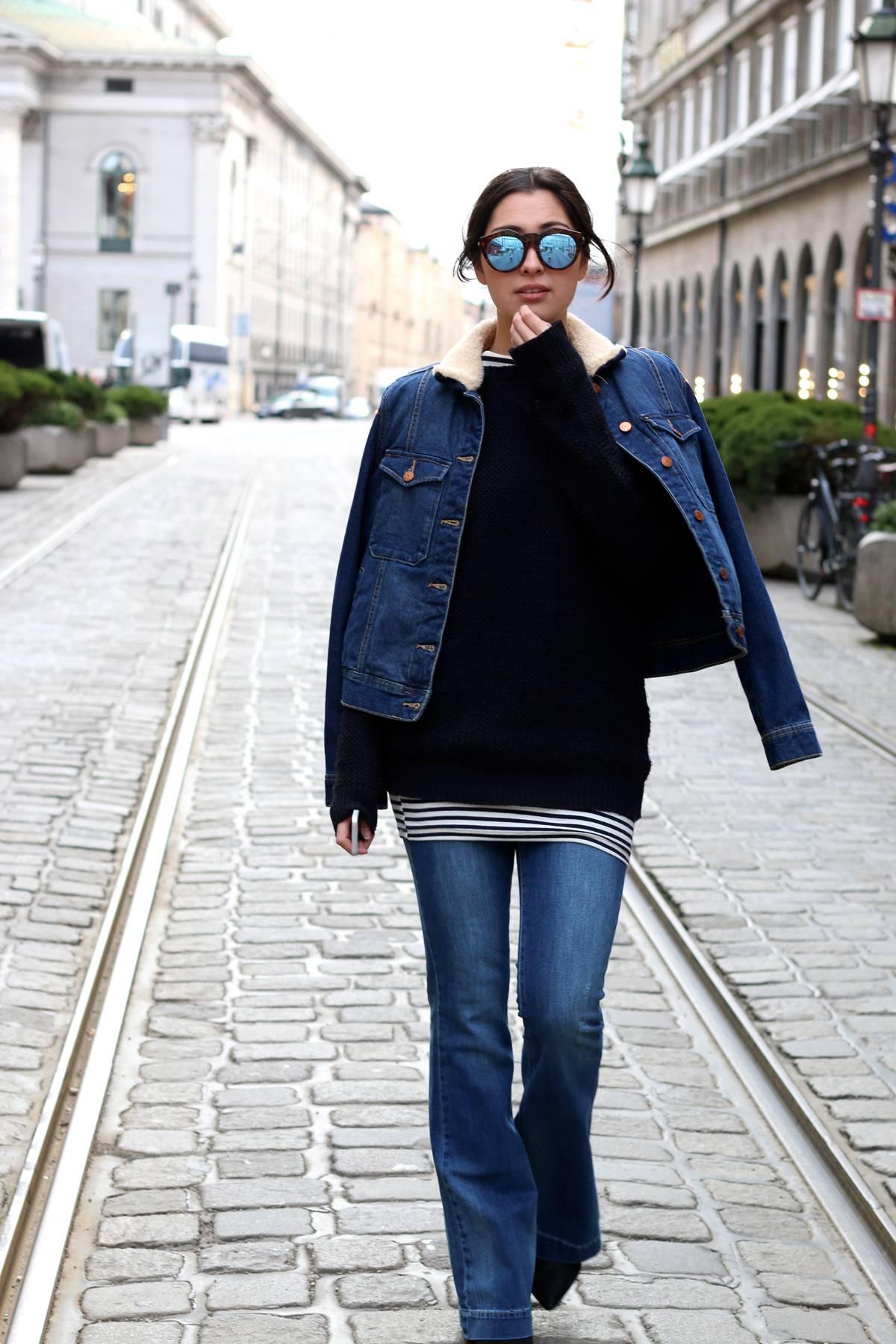 streetstyle - munich - inspiration - german fashionblog - fashionista - style - flared pants - schlaghose - denim trend - denim jacket - buffalo heels - le specs sunnies - ootd - lookbook - marienplatz - boyfriend sweater