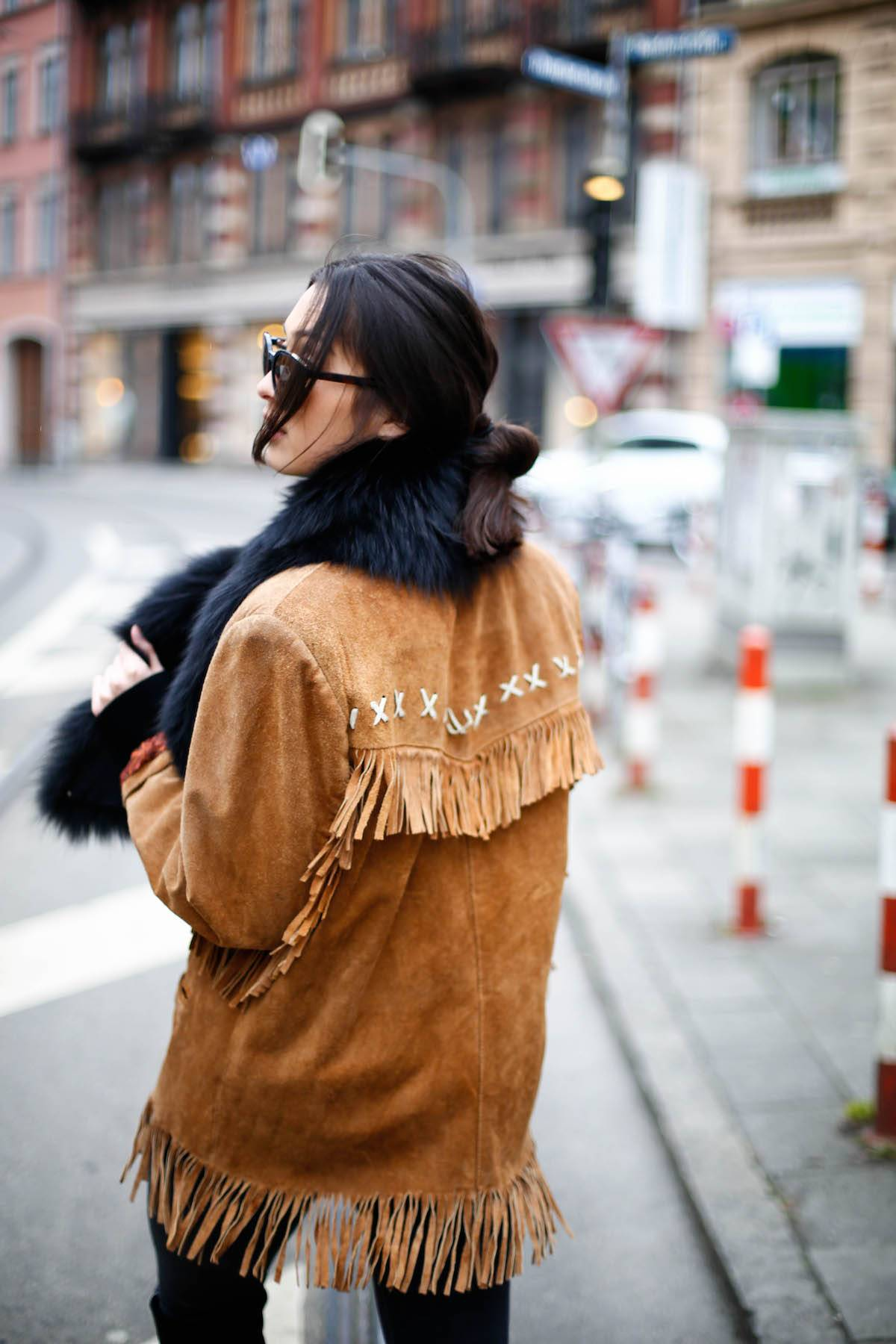 Fringed Jacket - Suede Leather - Vintage - Luxury - Overknees - Fur - Calvin Klein Sunnies - Fashionista - German Fashionblogger - Ootd - Streetstyle Munich - München Personal Style Blog - Isartor - Trends 2016