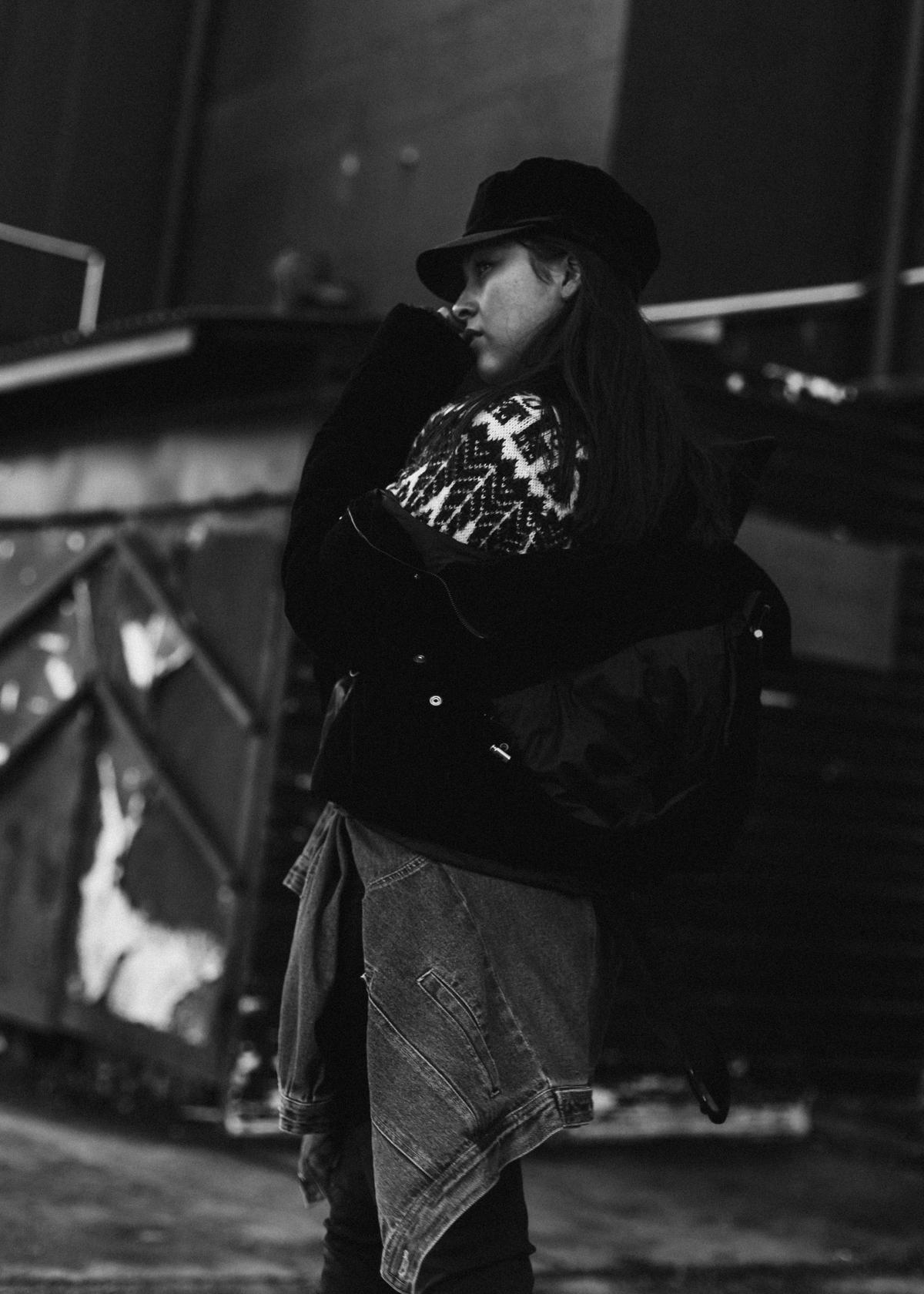rote Overknees – Streetstyle München – Modeblog München – deutscher Modeblog – Ootd – Vintage Denim – Baker Boy Cap