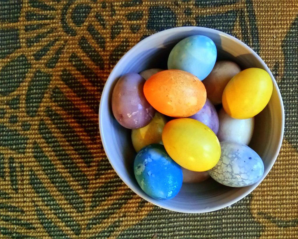 Easter egg hard boiled natural food dye colour Jackie Lane healthy recipe Ottawa Canada food blog Latvia