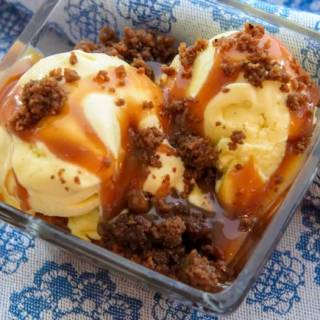 Sweet Corn Ice Cream with Spiced Caramel Apple Sauce & Gingersnap Crumble | LunaCafe