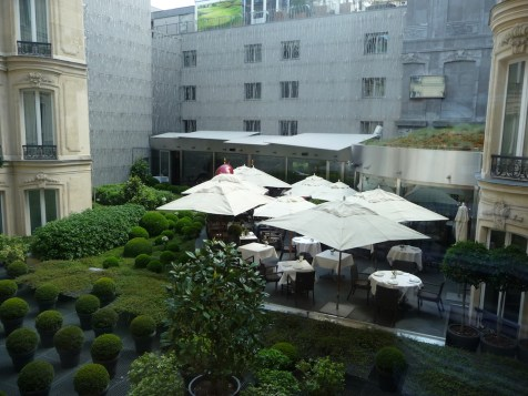 Fouquet's Paris Barriere - Courtyard