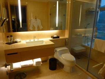 Crowne Plaza Hong-Kong - Racecourse View Room bathroom