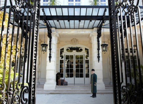 Shangri-La Paris - Main entrance