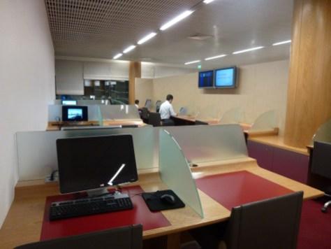 Air France Business Class lounge Paris - Communication center