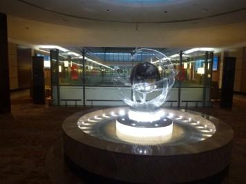 Emirates Business Class Lounge Dubai - Statue