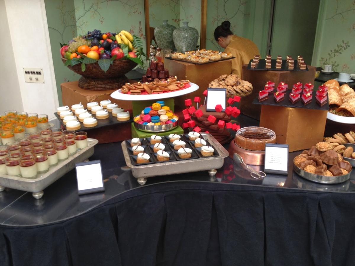 Shangri-La Paris - La Bauhinia brunch dessert buffet
