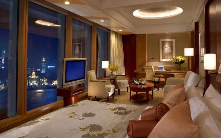 Pudong Shangri-La - Grand Tower Room - by night