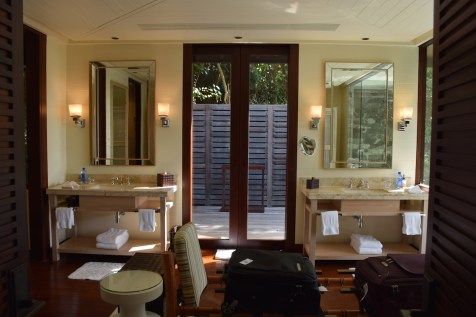 Four Seasons Seychelles - Hilltop Villa bathroom