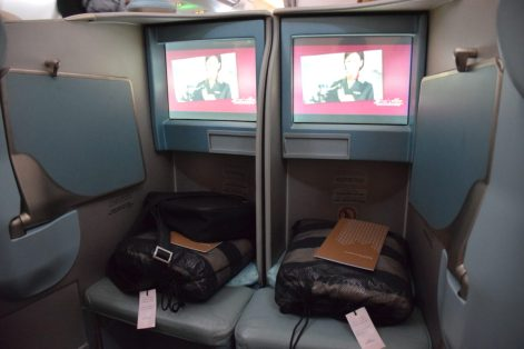 Etihad Airways Pearl Business Class - Middle seats screens