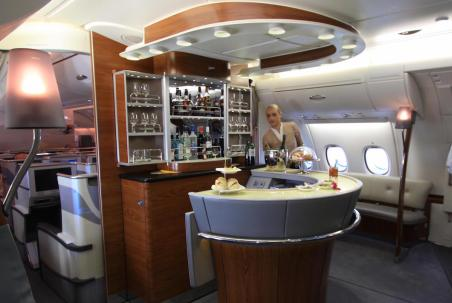 Emirates A380 Business Class - Standalone cocktail bar