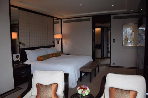 Peninsula Hong Kong - Deluxe Harbour View Suite bedroom