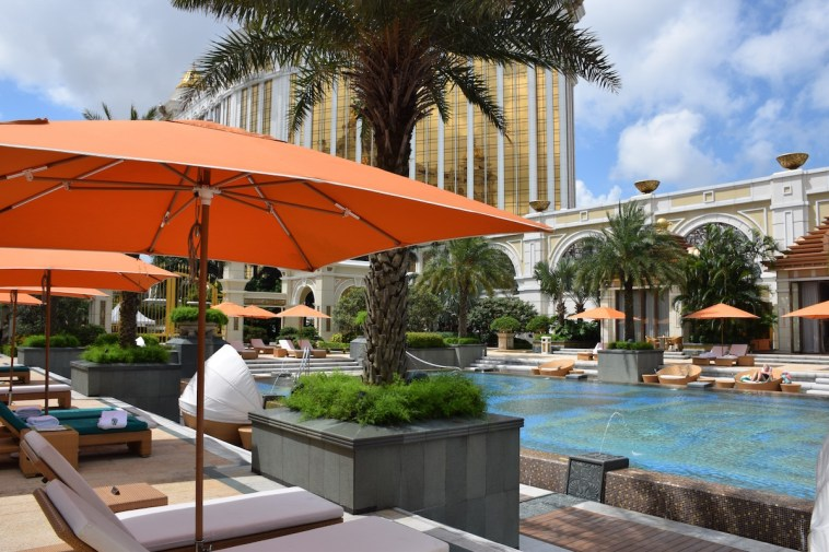 Macau - Banyan Tree pool