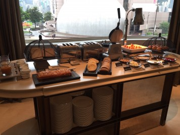 Peninsula Hong Kong - The Verandah breakfast setup