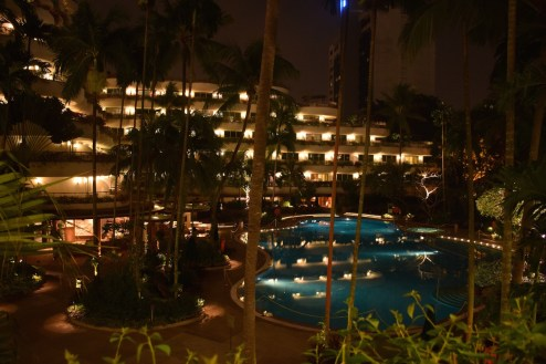 Shangri-La Singapore - Outdoor pool by night