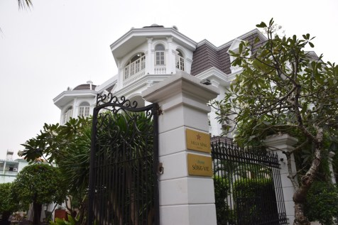 Villa Song Saigon - Side entrance to Song Vie Bar