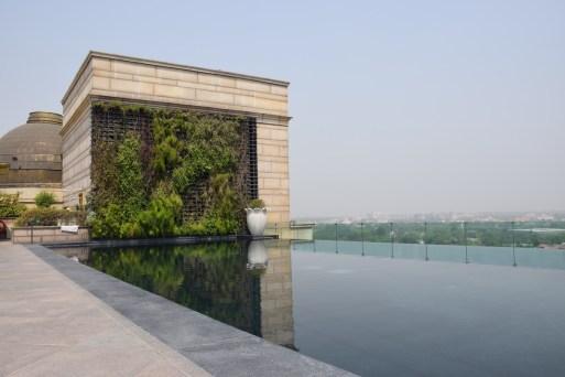 Leela Palace New Delhi - Rooftop infinity pool 2