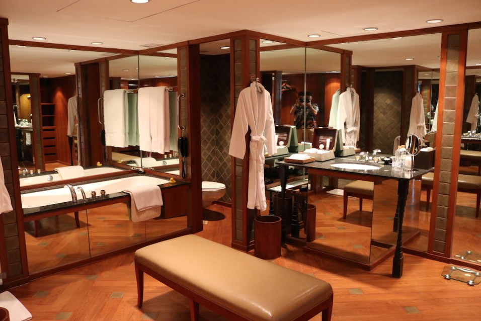 The Sukhothai - Executive Suite bathroom
