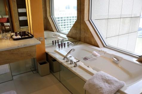 Club Deluxe Marina bathroom