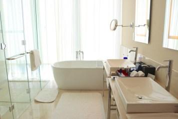 Luxury Pool View room - Bathroom