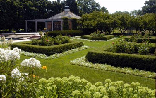 modern farm house green garden