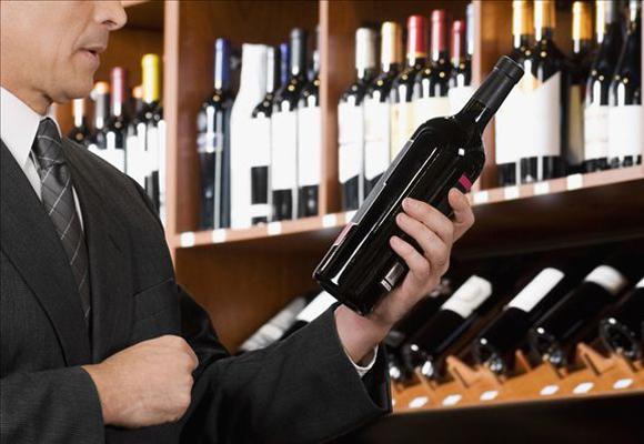 El sumiller se encarga de ayudarte a elegir el vino