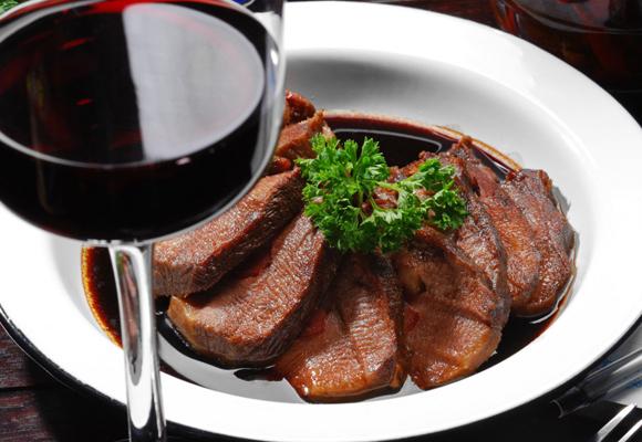 Carne y reducción de vino tinto. ¡Una exquisitez!