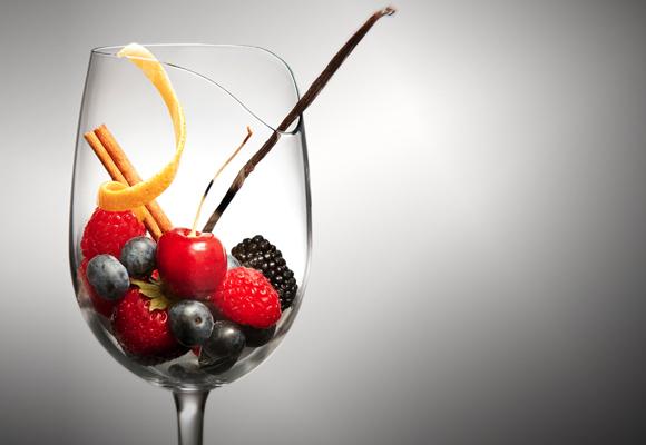 Copa de vino con frutos
