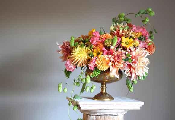 Christin Geall sabe que es un lujo arrancar de su jardín las flores que le apetece.