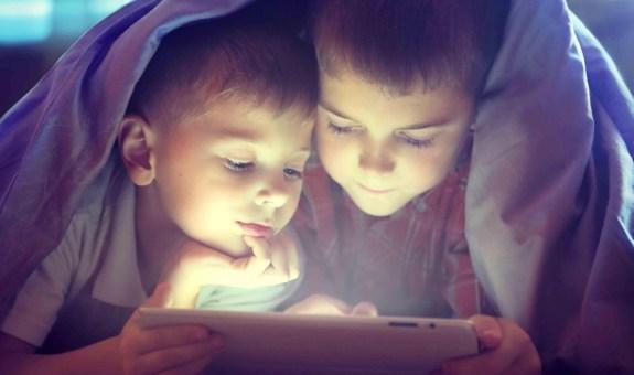 ¿Tu hijo no duerme? Prueba a quitarle la tablet